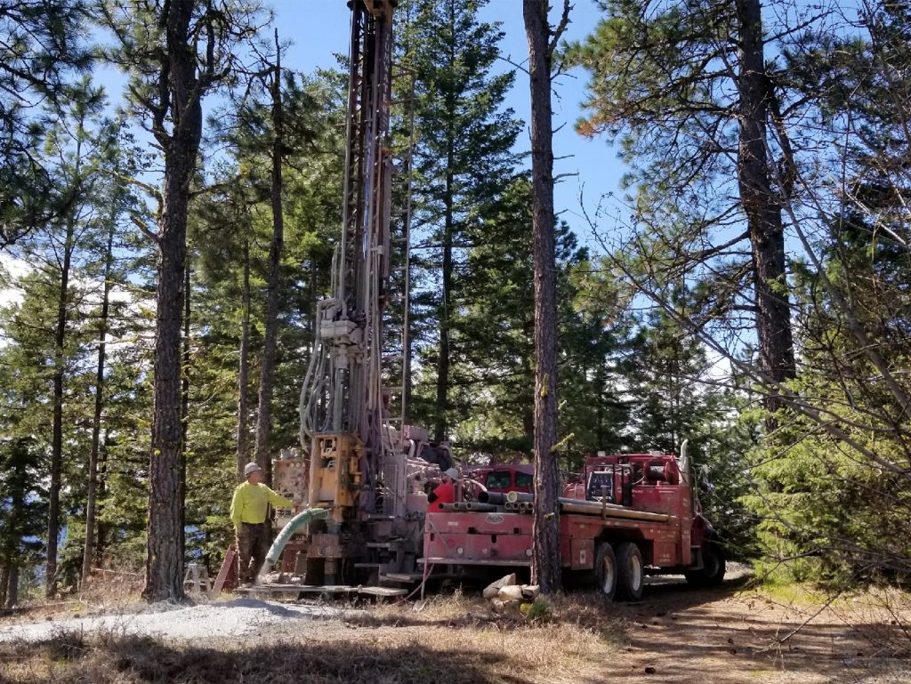 Well-drilling truck